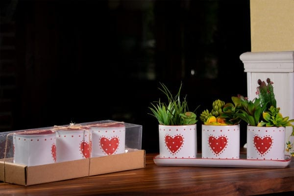 "Red Country Heart Set of 4"" Planters W/ Tray"