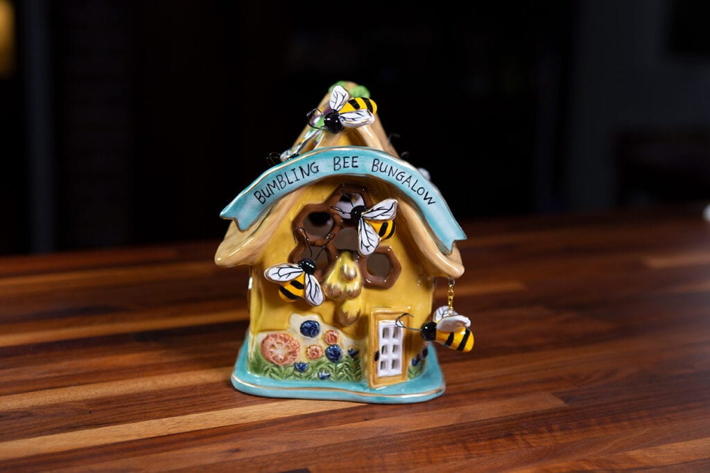 BUMBLING BEE BUNGALOW CANDLE HOUSE