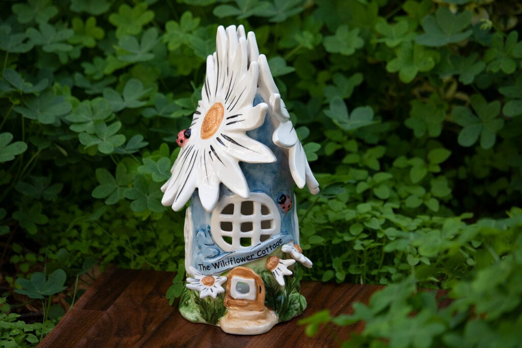 BLUE DAISY CANDLE HOUSE